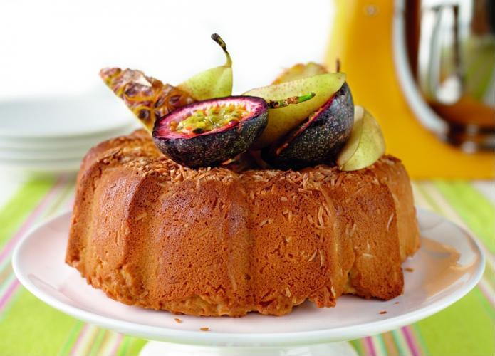 Macadamia yogurt cake