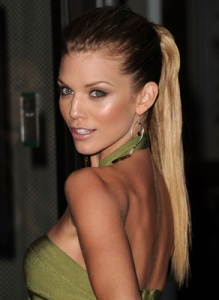 How-Get-AnnaLynne-McCord-Sexy-Ponytail